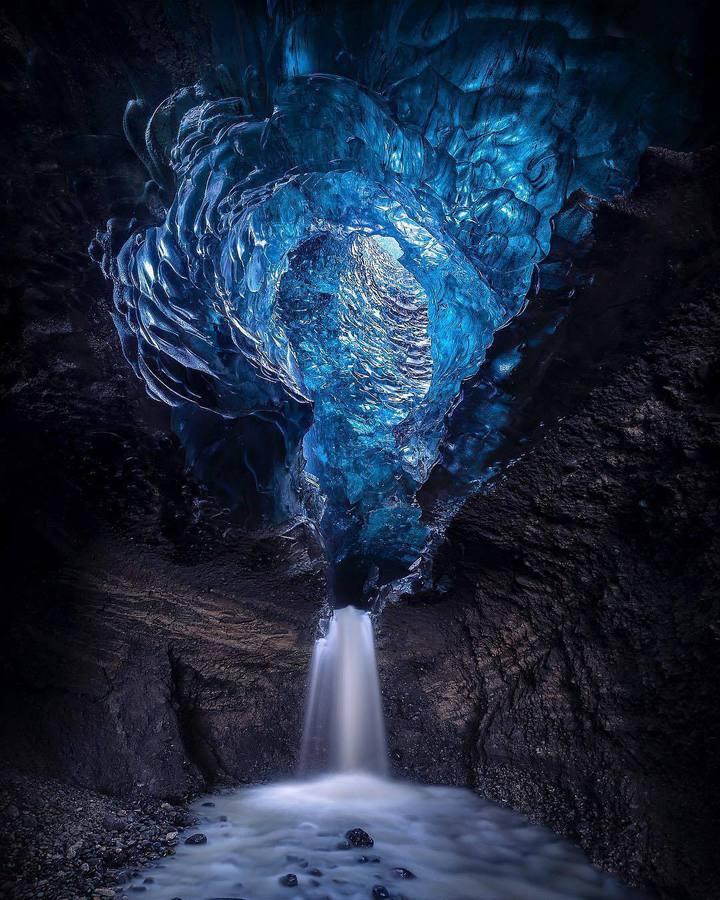 Водопад в пещера