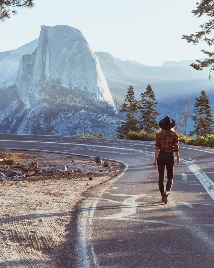 Път и гледка към скалите