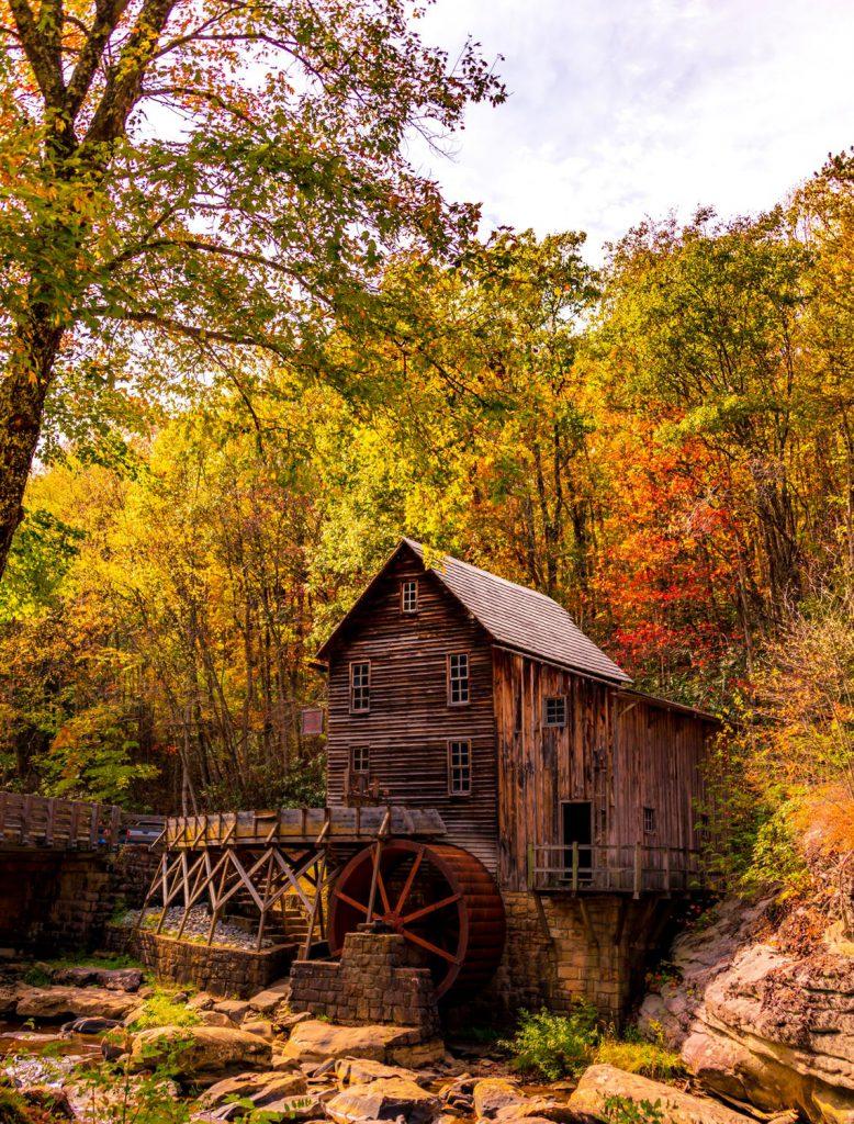 Къща в гората с мелница