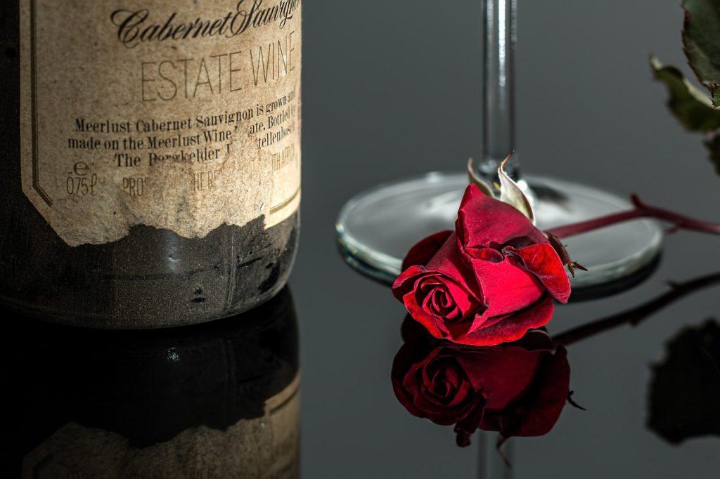 Червена роза и алкохол