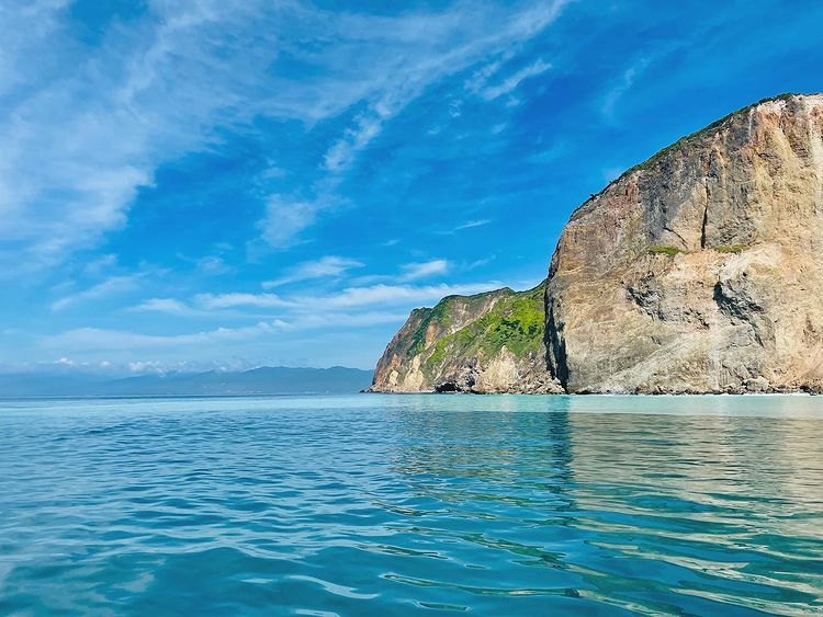 Остров сред морето