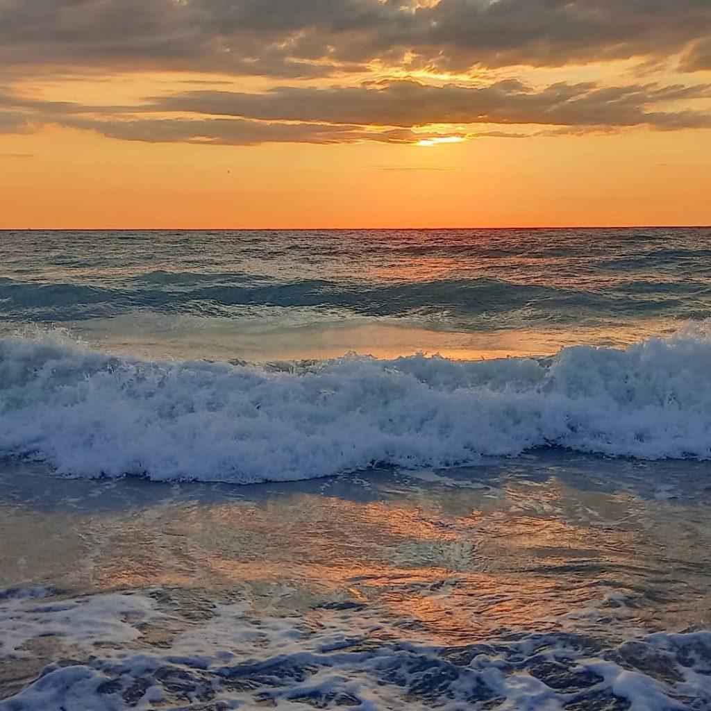 Вълни в морето