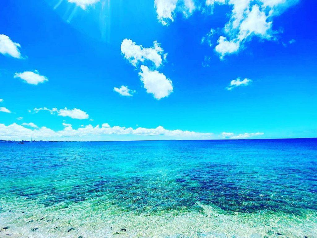 Красиви облаци в морето