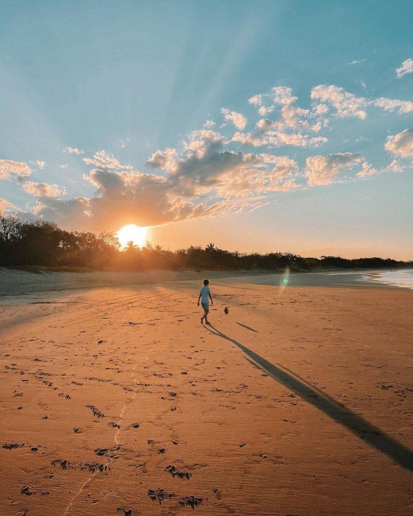 Дете на плажа