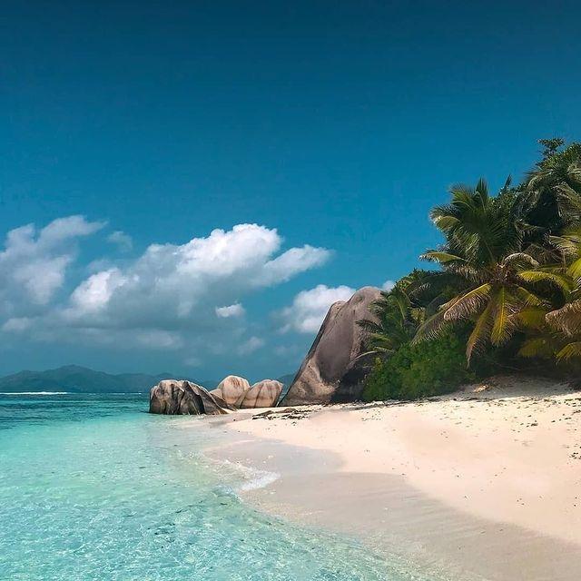 Самотен плаж