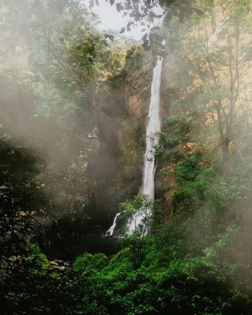 Висок водопад