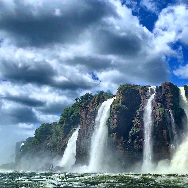 Водопади на остров
