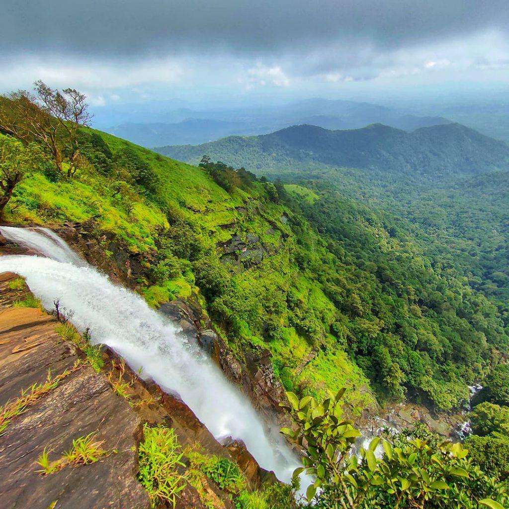 Водопад и красива природа