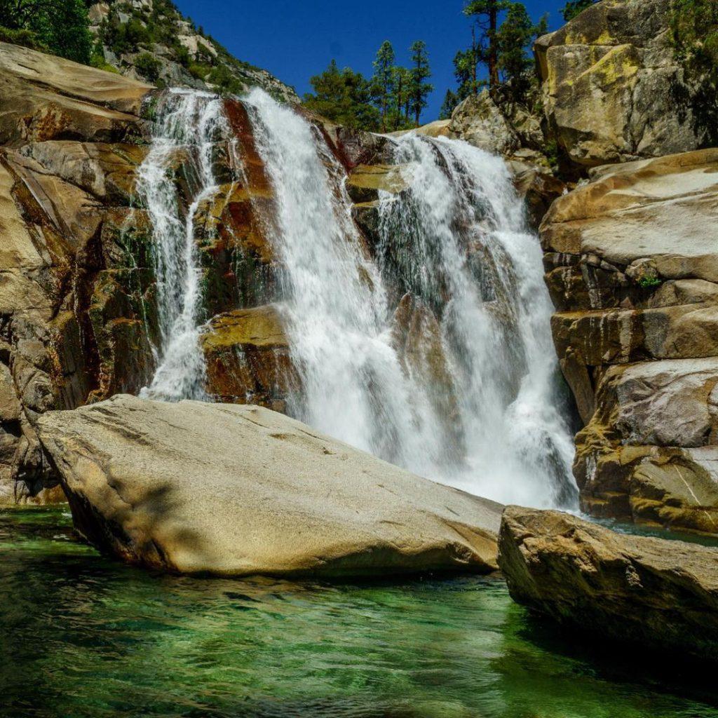 Водопади и скали