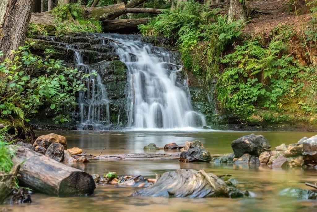 Красив водопад