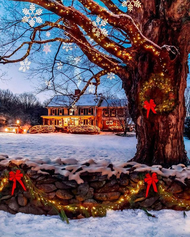 Коледна къщичка с лампички