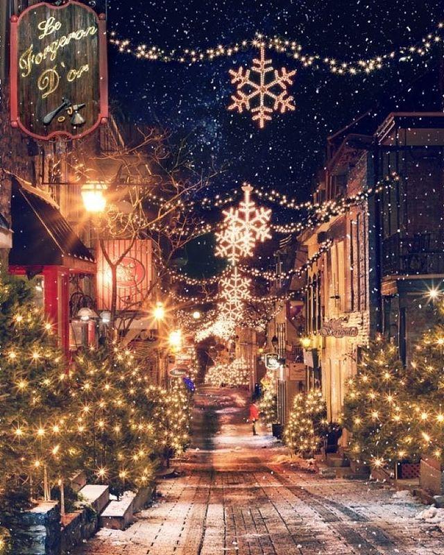 Коледна украса на улицата