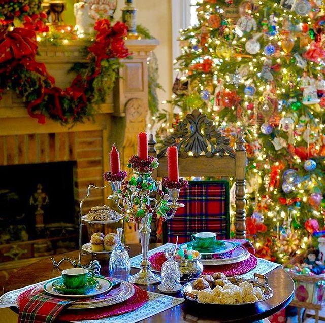 Коледна маса и украса