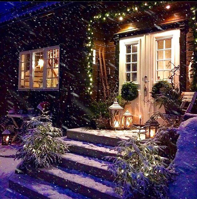 Коледна къща със сняг