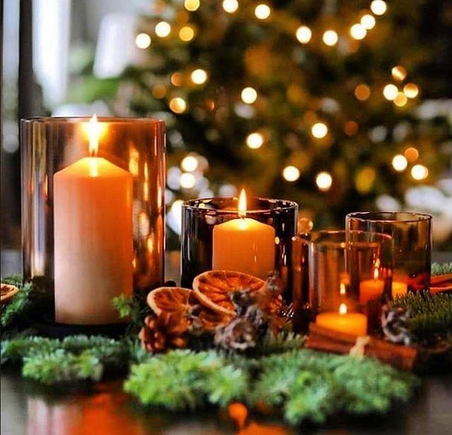 Коледни свещи на трапезата